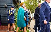 Koning Willem-Alexander en koningin Maxima brengen een streekbezoek aan Almelo en Noordoost Twente. Tijdens het bezoek staat het thema erfenis als toekomstkapitaal centraal. <br /> <br /> King Willem-Alexander and Queen Maxima bring a regional visit to Almelo and Northeast Twente. During the visit, the theme heritage as future capital center.<br /> <br /> op de foto / On the photo:  Koningpaar bezoekt zorgboerderij Erve Meinders  Rondleiding en uitleg over de nieuwe bestemming van deze agrarische locatie als zorgboerderij. Kantine en winkeltje/atelier worden bezocht. //// Royals visits care farm Preserve Meinders? Guided tour and explanation of the new use of these agricultural location as care farm. visited canteen and shop / studio.