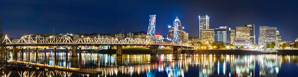 Hawthorne Bridge - Portland, Oregon - 11 photo stitch