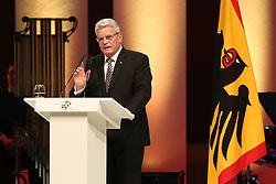 03.10.2015, Frankfurt am Main, GER, Tag der Deutschen Einheit, im Bild Bundespraesident, Bundespräsident Joachim Gauck mit erhobenen Zeigefinger bei seiner Rede beim Festakt in der Alten Oper Frankfurt // during the celebrations of the 25 th anniversary of German Unity Day in Frankfurt am Main, Germany on 2015/10/03. EXPA Pictures © 2015, PhotoCredit: EXPA/ Eibner-Pressefoto/ Roskaritz<br /> <br /> *****ATTENTION - OUT of GER*****