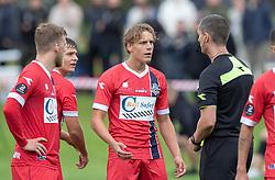 Valdemar Holze (FC Helsingør) får en advarsel af dommer Anders Poulsen under kampen i Sydbank Pokalen, 1. runde, mellem Bispebjerg Boldklub og FC Helsingør den 2. september 2020 i Lersø Parken (Foto: Claus Birch).