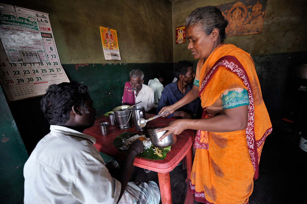 Uma runs a restaurant in the village of Vangaivasal in the southern India state of Tamil Nadu. The small business has proved to be very popular among the people of the area.