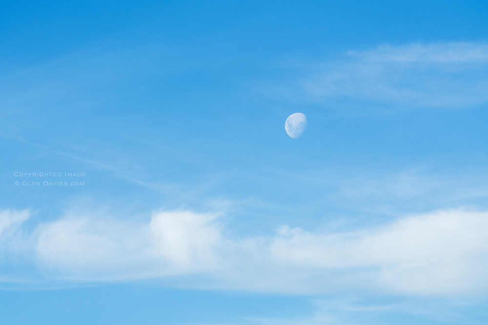 Blue Moons, Harvest Moons, Cherry Moons, Supermoons ZZZZZZZ ……….It's the same moon, miraculous, magnificent and enchanting and this time without one vapour trail spoiling the pure air between us, such natural skies this day.