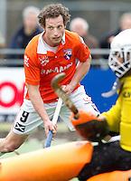 LAREN - Ronals Brouwer van Bloemendaal, zondag tijdens de hoofdklasse competitiewedstrijd mannen tussen Laren en Bloemendaal (1-4).  COPYRIGHT KOEN SUYK