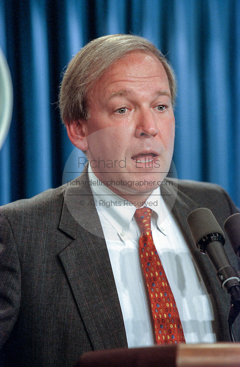 """White House spokesman Michael McCurry during a briefing to the media in the White House September 10, 1998 in Washington, DC.  McCurry commented on the release of the Starr Report and President Clinton has """"a lot of amends to make and he will be making those amends to all and everyone""""."""