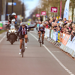 08-04-2016: Wielrennen: Energiewachttour vrouwen: Stadskanaal <br />The third stage of the Energiewachttour for women Musselkanaal-Stadskanaal. First European victory Allie Dragoo (TEAM USA). 2nd Julie Leth (Denmark)