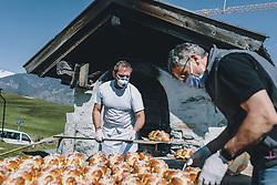 THEMENBILD - am Karfreitag bäckt die Bäckerei Gugglberger zum ersten Mal im Jahr Bauernbrot und Milchbrot bzw. Osterstriezel, im alten, traditionellen Holzofen neben dem Meixnerhaus am Kirchbichl oberhalb von Kaprun. Der Bäcker holt die Osterstriezel aus dem Holzofen, aufgenommen am 10. April 2020 in Kaprun, Oesterreich // on Good Friday the bakery Gugglberger bakes farmhouse bread and milk bread or Osterstriezel for the first time in the year, in the old, traditional wood oven next to the Meixnerhaus at the Kirchbichl above Kaprun. The baker fetches the Easter trickles from the wood stove, in Kaprun, Austria on 2020/04/10. EXPA Pictures © 2020, PhotoCredit: EXPA/Stefanie Oberhauser