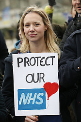 © Licensed to London News Pictures. 10/02/2016. London, UK. Junior doctors and supporters  stand on a picket line outside St Thomas' Hospital. Doctors are holding a one day strike over proposed new working hours - only the second strike in 40 years. Photo credit: Peter Macdiarmid/LNP