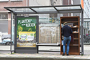 Mini Bibliotheek op de tramhalte in de Ruysdaelstraat <br /> in Amsterdam<br /> <br /> Mini Library at the tram stop in the Ruysdaelstraat, Amsterdam