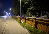 Bialystok, 31.10.2020. Decyzja rzadu zostaly zamkniete - w zwiazku z gwaltownym wzorstem zakazen COVID-19 - na trzy dni wszystkie cmentarze w kraju N/z zamkniety najwiekszy w Bialymstoku Cmentarz Farny w godzinach wieczornych; w tym miejscu zazwyczaj sprzedawcy rozstawiaja dziesiatki straganow z chryzantemami i zniczami fot Michal Kosc / AGENCJA WSCHOD