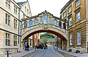 Oxford 2009-03-07. Miasto w południowej Anglli głównie znane jako siedziba Uniwersytetu Oxfordzkiego. Hertford Bridge, przewiązka popularnie nazywana Bridge of Sighs, Lane New College w Oksfordzie