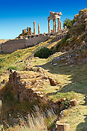Roman Temple of Trajan, started by Trajan but after his death Emperor Hadrian (117-138) . A Corinthian order temple on a terrace with dimensions of 68×58m (223.10ft×190.29ft). Pergamon (Bergama) Archaeological Site, Turkey .<br /> <br /> If you prefer to buy from our ALAMY PHOTO LIBRARY  Collection visit : https://www.alamy.com/portfolio/paul-williams-funkystock/pergamon-site-turkey.html<br /> <br /> Visit our CLASSICAL WORLD HISTORIC SITES PHOTO COLLECTIONS for more photos to download or buy as wall art prints https://funkystock.photoshelter.com/gallery-collection/Classical-Era-Historic-Sites-Archaeological-Sites-Pictures-Images/C0000g4bSGiDL9rw