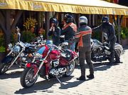 Motocykliści na rynku we Wrocławiu.