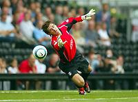 Fotball<br /> England 2004/05<br /> Treningskamp<br /> Fulham v Celtic<br /> 18. juli 2004<br /> Foto: Digitalsport<br /> NORWAY ONLY<br /> Fulham' Ross Flitney watches John Hartson's goal fly past