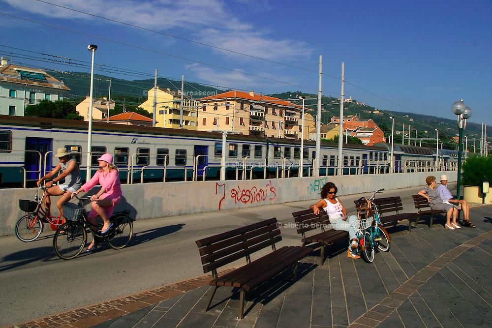 ITALY, Liguria, Lavagna. sea shore and the train