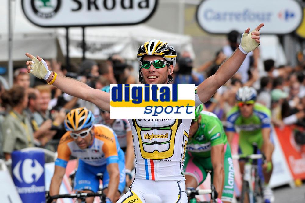 CYCLING - TOUR DE FRANCE 2010 - PARIS (FRA) - 25/07/2010 - PHOTO : VINCENT CURUTCHET / DPPI - <br /> STAGE 20 - LONGJUMEAU > PARIS CHAMPS ELYSEES - MARK CAVENDISH (GBR) / TEAM HTC-COLUMBIA / WINNER