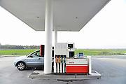 Nederland, Zeewolde, 23-10-2014Een onbemand pompstation van Avia. Zerlfbediening, Automaat, pompautomaat, tankautomaat.Foto: Flip Franssen/Hollandse Hoogte