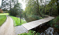 VELDHOVEN - Houten pad naar oefengreens. Golfbaan Gendersteyn Burggolf.  COPYRIGHT KOEN SUYK