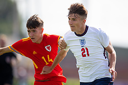 NEWPORT, WALES - Friday, September 3, 2021: England's Zak Emmerson (R) and Wales' Ben Hammond during an International Friendly Challenge match between Wales Under-18's and England Under-18's at Spytty Park. (Pic by David Rawcliffe/Propaganda)