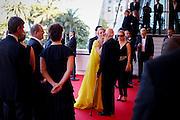 Gil Jacob accueille Quentin Tarentino,John Travolta et Uma Thurman  sur les marches pendant le Festival de Cannes