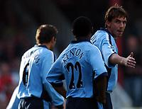 Fotball<br /> Premier League England 2004/2005<br /> Foto: BPI/Digitalsport<br /> NORWAY ONLY<br /> <br /> 30.10.2004<br /> Arsenal v Southampton<br /> <br /> Southampton skipper Claus Lundekvam organises his defence