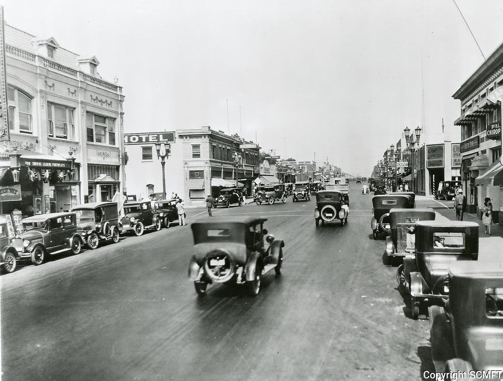 1927 Looking north on San Fernando Blvd. at Angeleno in Burbank