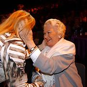Corrie Konings 35 jaar in vak, met Annie de Reuver