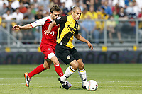 Fotball , 8. august 2010 , NAC Breda -  AZ Alkmaar <br /> <br /> <br /> anthony lurling (r), brett holman (l)<br /> <br /> Norway only