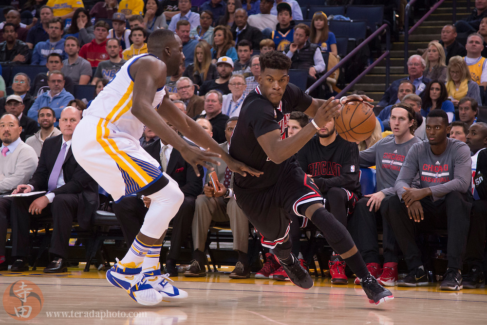November 20, 2015; Oakland, CA, USA; Chicago Bulls guard Jimmy Butler (21, right) dribbles against Golden State Warriors forward Draymond Green (23, left) during the third quarter at Oracle Arena. The Warriors defeated the Bulls 106-94.