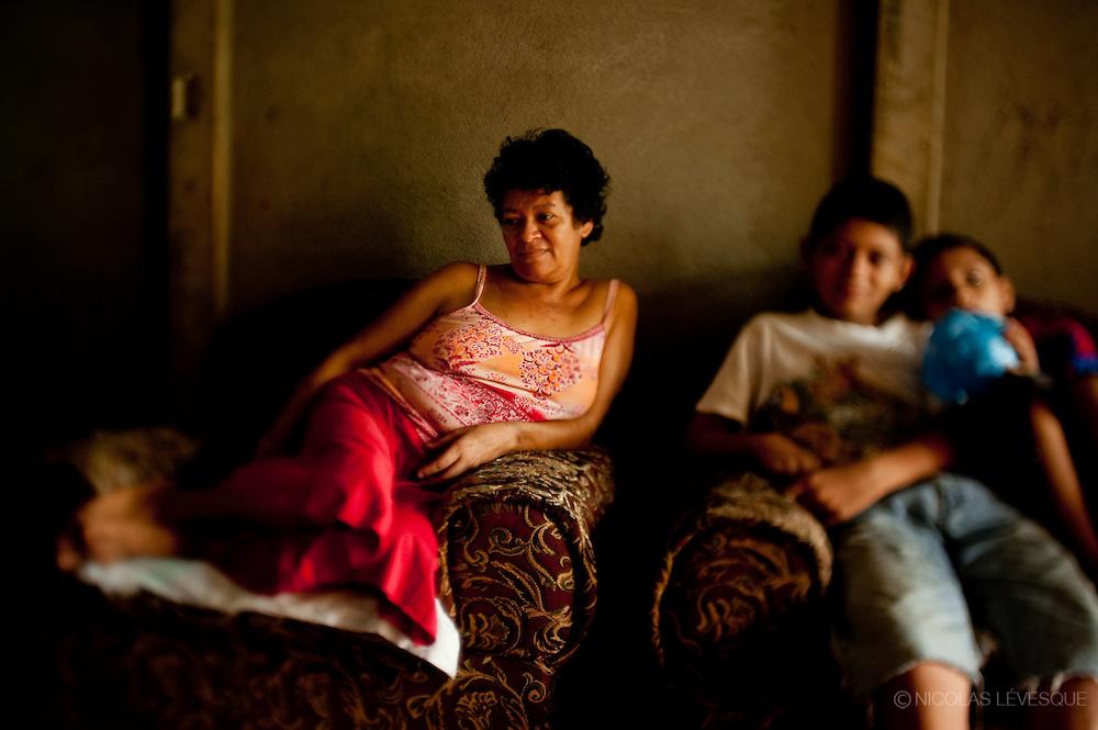 Famille de Nicolas Villanueva. Monocultures d'ananas de la multinationale Del Monte. Buenos Aires, Costa Rica 2010.