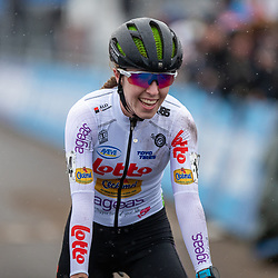 12-01-2020: Wielrennen: NK Veldrijden: Rucphen <br /> Shirin van Anrooij pakt de titel bij de junior vrouwen op het NK voor Puck Pieterse