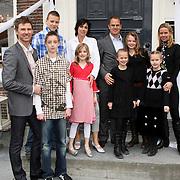 NLD/Edam/20080404 - Opening winkel Frank de Boer het Klooster in Edam, Frank de Boer met zakenpartner en hun gezinnen