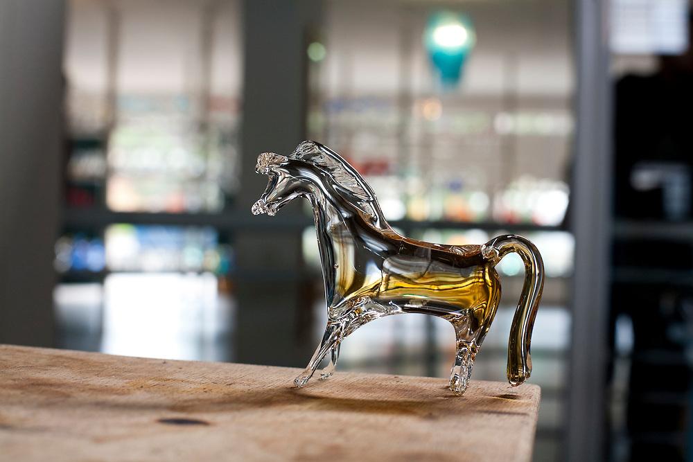 Pocos de Caldas_MG, Brasil...Detalhe de um cavalo de murano...Detail of a murano glass horse...Foto:LEO DRUMOND / NITRO