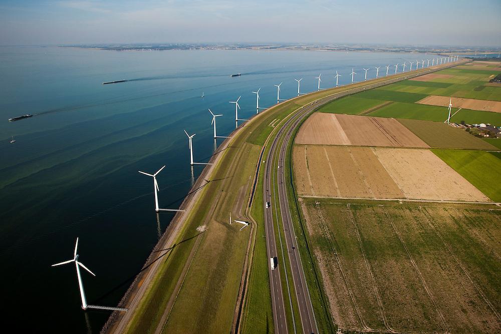 Nederland, Flevoland, IJsselmeerdijk, 08-09-2009. Windmolens, onderdeel van het windmolenpark (of windpark) van NUON in het water van het IJsselmeer, omgeving van de Flevocentrale gezien naar de Noordoostpolder. Rechts autosnelweg de A6, links het water van het IJsselmeer met samenklonterende  blauwalgen. De algenbloei is het resultaat van eutrofiering (ten gevolge van de aanvoer van meststoffen uit de landbouw).Windmills, part of the wind farm (or wind park) of NUON in the water of the IJsselmeer, near the Flevocentrale seen to the Noordoostpolder. Right the A6 motorway, left the water of the IJsselmeer with blue algae. The algae bloom is the result of eutrophication(caused by fertilizers coming from the agriculture).(toeslag); aerial photo (additional fee required); .foto Siebe Swart / photo Siebe Swart