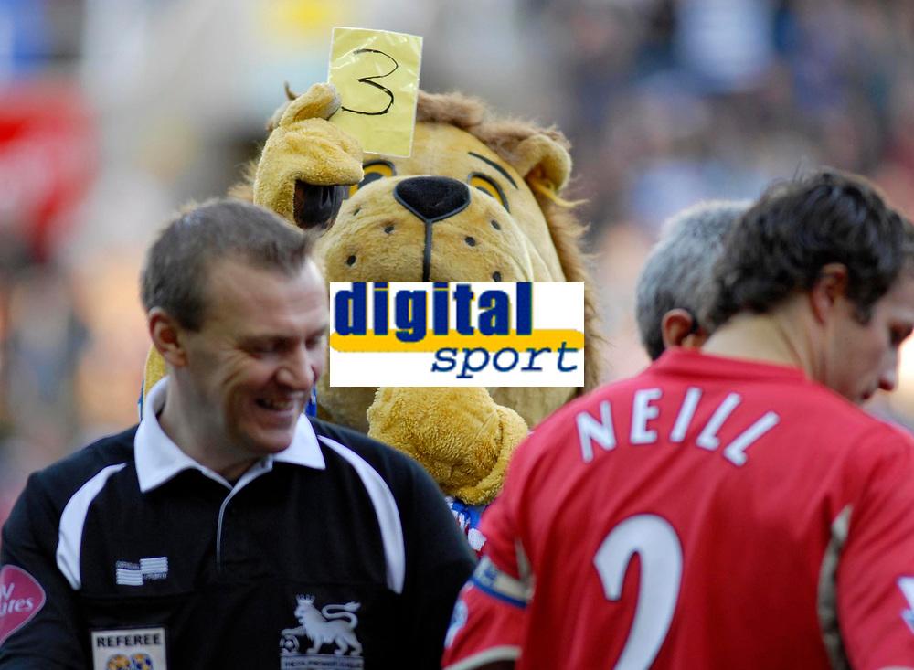 Photo: Gareth Davies.<br />Reading v Blackburn Rovers. The Barclays Premiership. 16/12/2006.<br />Reading mascot Kingley Royal (C) shows Referee Graham Poll (L) the yellow card 3 times.