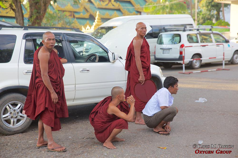 Monks, Shwedagon Pagoda