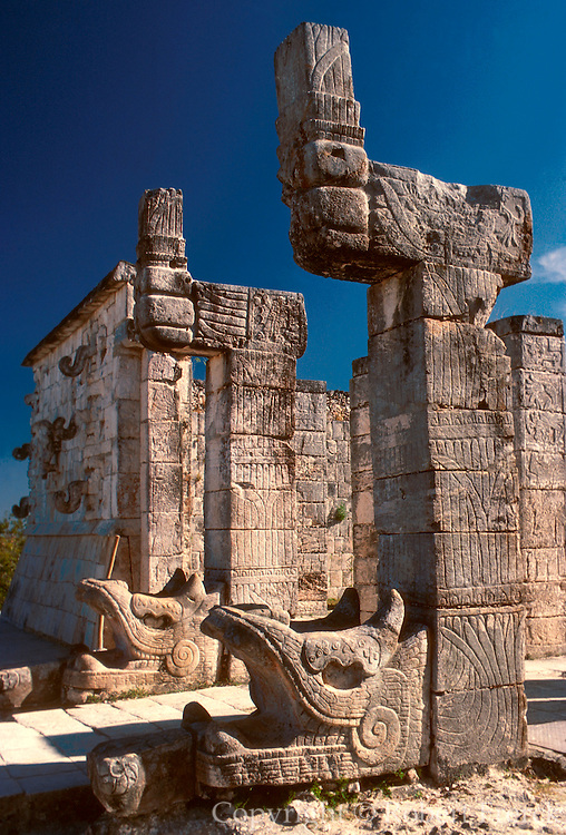 MEXICO, MAYAN, YUCATAN Chichén Itzá; Temple of the Warriors