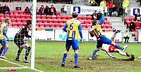 Fotball , <br /> Adeccoligaen , <br /> Fredrikstad Stadion , <br /> 04.04.2010 , <br /> Fredrikstad v Alta , <br /> Mattias Andersson scorer på en halveis brasse ,<br /> Foto: Thomas Andersen / Digitalsport ,