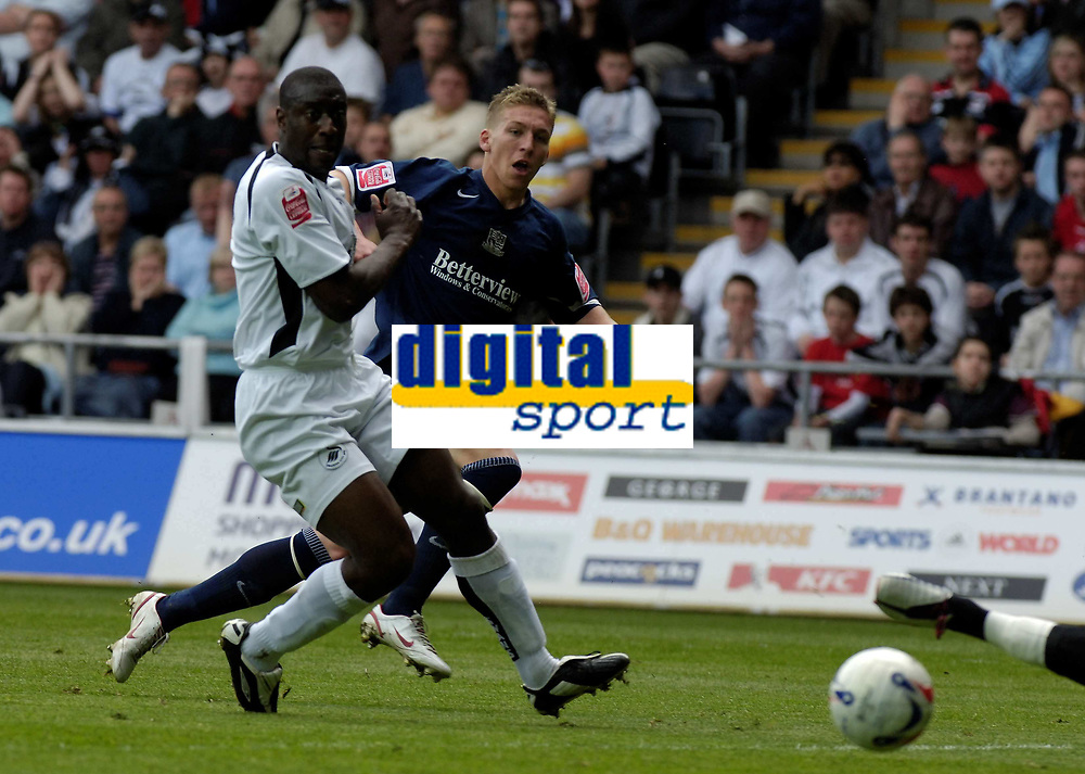 Photo: Adam Davies.<br />Swansea City v Southend United. Coca Cola League 1. <br />29/04/2006.<br />Southend's Freddy Eastwood beats Swansea's Kevin Austin to put one passed Swansea keeper Willy Gueret.