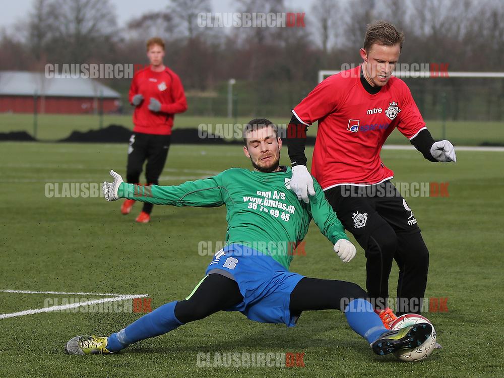 Daniel Udsen (FC Helsingør) tackles af Kaspar Christiansen (Avarta).