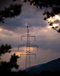 27.04.2011, Kaprun, AUT, Energie Feature, im Bild ein Strommasten (Überlandleitung), bei bewöktem Himmel, mit Bergen. Die Stromleitungen rund um Kaprun (Pinzgau, Salzburgerland), liefern Energie aus einem Wasserkraftwerk per Überlandleitungen  an die Kunden. // a power pole (landline) in bewöktem sky, with mountains. The power lines around Kaprun (Pinzgau, Salzburg), provide energy from a hydroelectric plant by transmission lines to customers, EXPA Pictures © 2011, PhotoCredit: EXPA/ J. Feichter