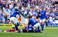 Leicester players rush to the aid of Les Ferdinand after he had injured his head in scoring the 2nd goal. Leicester City v Southamptonr, FA Premiership, 16/08/2003. Credit: Colorsport / Matthew Impey DIGITAL FILE ONLY