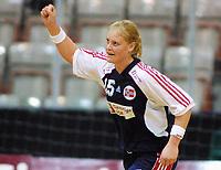 20011108: Marianne Rokne Tertnes og Norge jubler etter skråring mot Russland. (Foto: Andreas Fadum, Digitalsport)