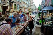Gdańsk, 2008-06-22. Stoisko z biżuterią, ulica Mariacka, Gdańsk