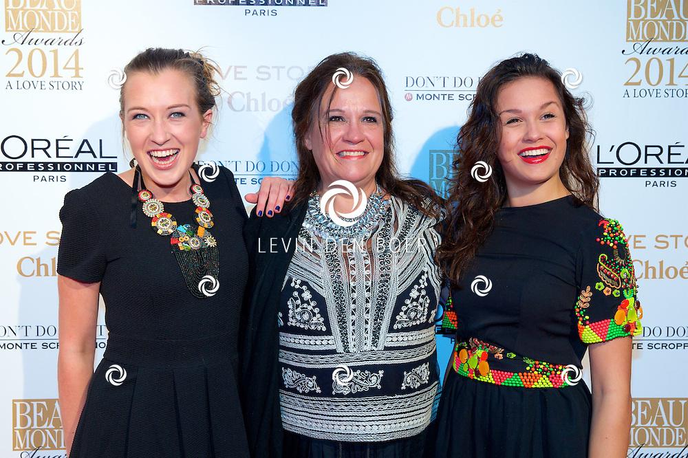 AMSTERDAM - In het Amstel Hotel zijn de jaarlijkse Beau Monde Awards weer uitgereikt. Met hier op de foto  Xandra Brood (M) met dochters Lola (L) en zus Holly Brood (R). FOTO LEVIN DEN BOER - PERSFOTO.NU