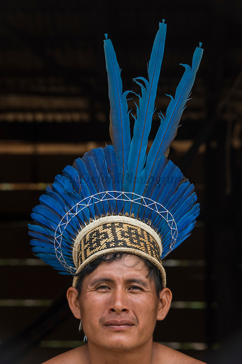 Wai Wai headdress<br /> Wai Wai territory, region 9<br /> Parabara<br /> GUYANA<br /> South America<br /> Macaw feathers<br /> Ami Karamcha