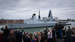 © Licensed to London News Pictures. 28/10/2016. Portsmouth, UK.  Relatives welcoming the Royal Navy Type 45 Destroyer HMS Diamond back to Portsmouth after completing her two month operation countering the illegal arms trade into Libya. The Portsmouth-based Destroyer has now handed over duties in the Central Mediterranean Sea to another Royal Navy ship, RFA Mounts Bay.  Photo credit: Rob Arnold/LNP