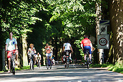 In Lage Vuursche genieten fietsers van het mooie weer.<br /> <br /> In Lage Vuursche cyclists are enjoying the nice weather.
