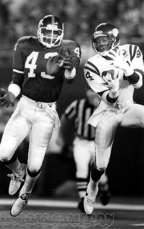 New York Giants cornerback Terry Kinard (43) breaks up a pass intended for Minnesota Vikings wide receiver Hassan Jones during an NFL football game, Monday, Oct. 30, 1989 at Giants Stadium in East Rutherford, N.J. The Giants won, 24-14. (D. Ross Cameron/The Express)