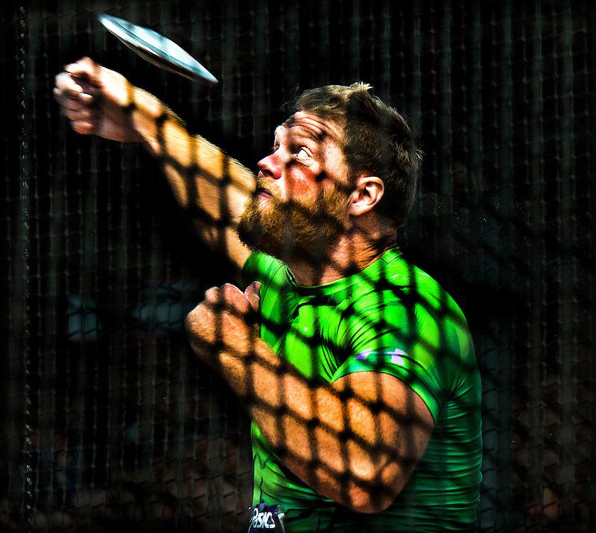 Nederland, Amsterdam, 02-08-2015.<br /> Atletiek, Nederlands Kampioenschap, Discuswerpen, Mannen.<br /> Rutger Smith in de kooi tijdens 1 van zijn worpen. Smith werd Nederlands Kampioen.<br /> Foto : Klaas Jan van der Weij