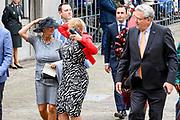 Koning Willem-Alexander en koningin Maxima tijdens Prinsjesdag. De koning zal hier de troonrede voorlezen aan leden van de Eerste en Tweede Kamer.<br /> <br /> King Willem-Alexander and Queen Maxima during Prinsjesdag. The king will read the speech to the members of the First and Second Chamber here.<br /> <br /> Op de foto:  Henk Krol samen met Léonie Sazias